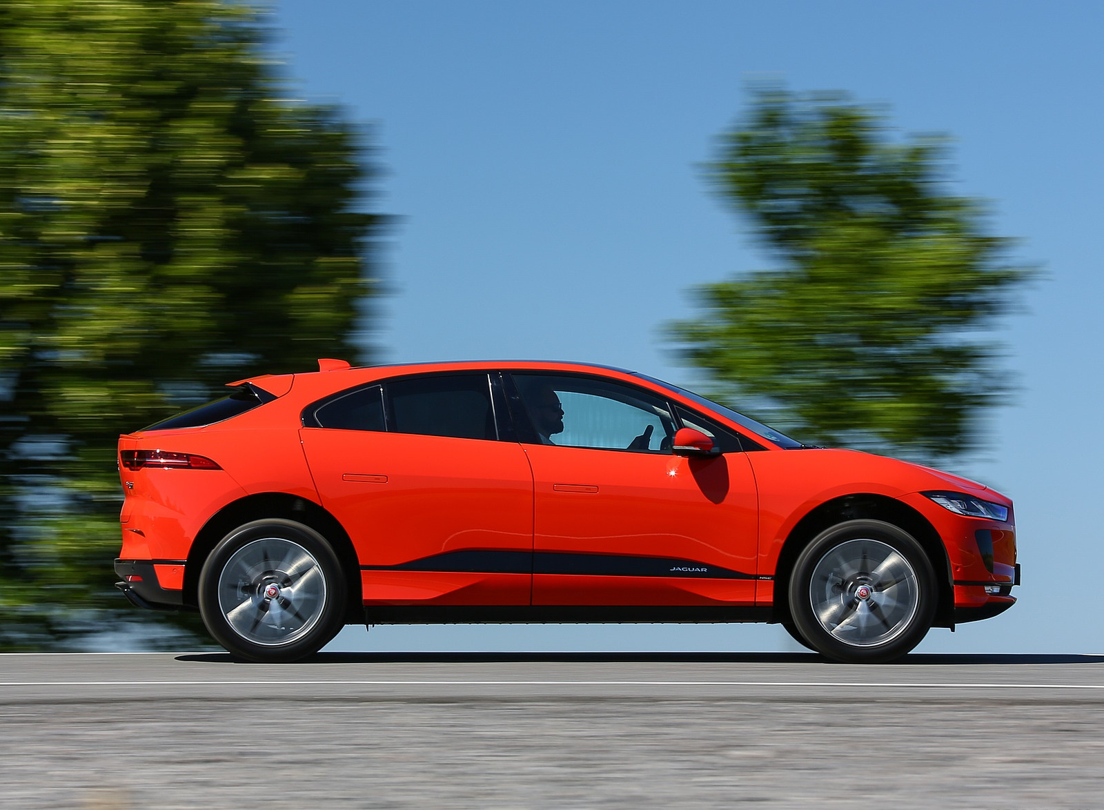 2019 Jaguar I-PACE EV400 AWD HSE First Edition (Color: Photon Red) Side Wallpapers #33 of 192
