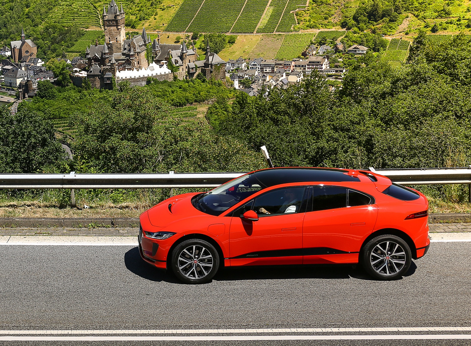 2019 Jaguar I-PACE EV400 AWD HSE First Edition (Color: Photon Red) Side Wallpapers #43 of 192