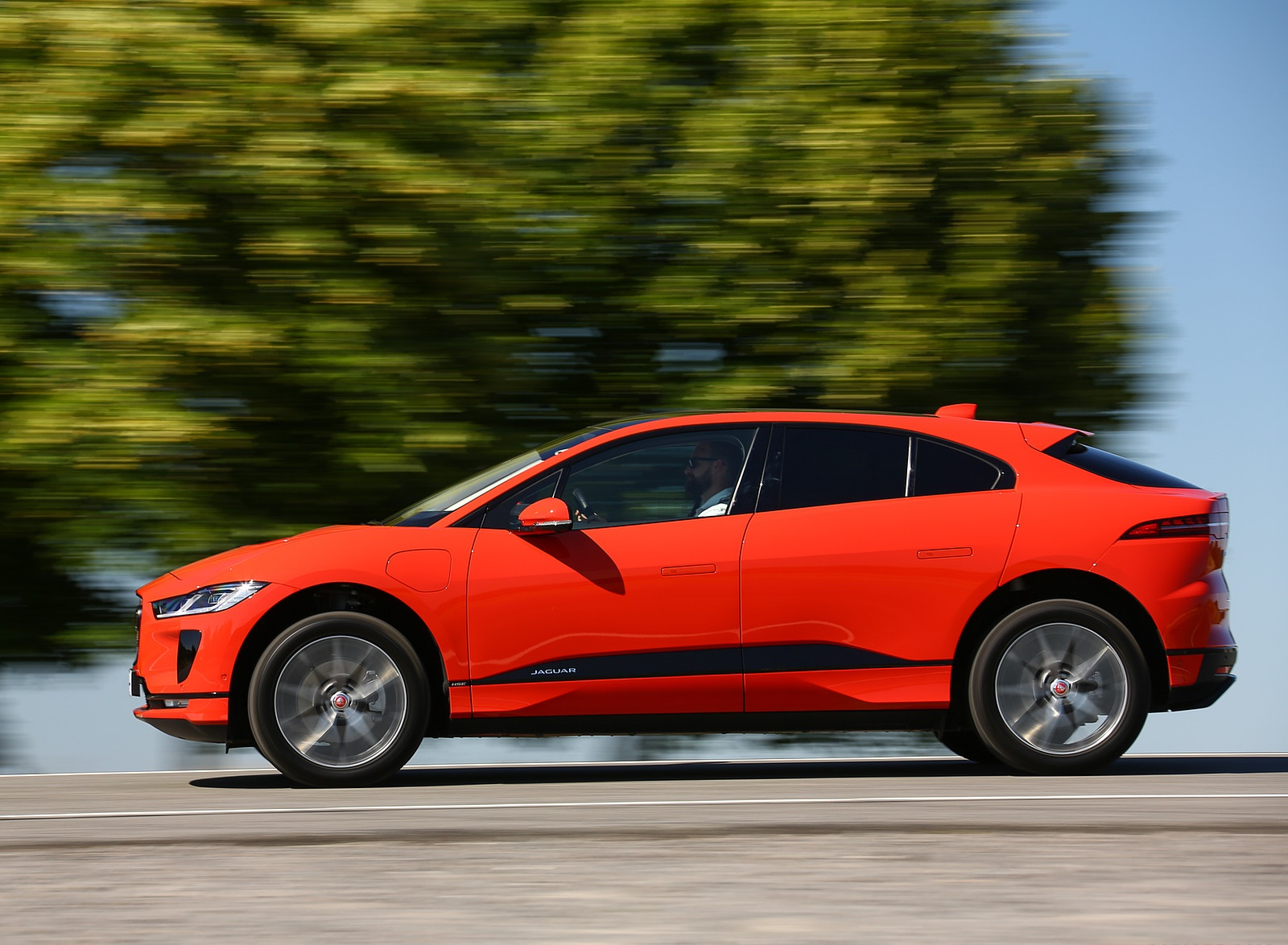 2019 Jaguar I-PACE EV400 AWD HSE First Edition (Color: Photon Red) Side Wallpapers #34 of 192