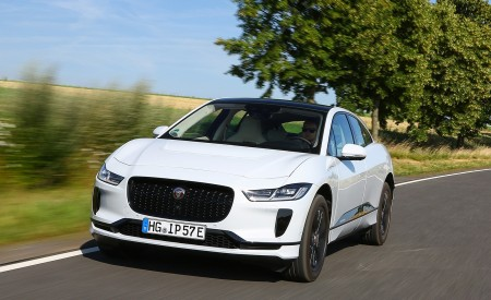 2019 Jaguar I-PACE EV400 AWD S (Color: Yulong White) Front Three-Quarter Wallpapers 450x275 (166)