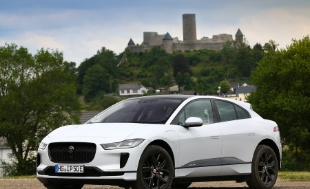 2019 Jaguar I-PACE EV400 AWD S (Color: Yulong White) Front Three-Quarter Wallpapers 450x275 (174)