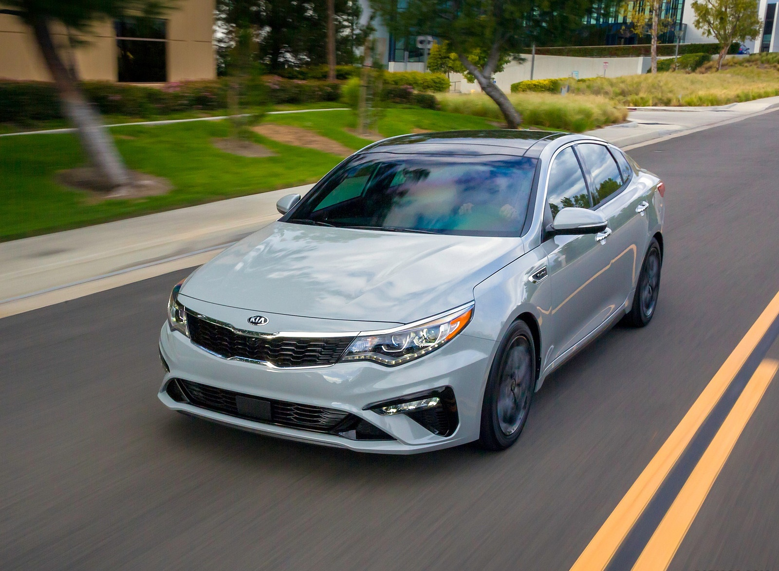 2019 Kia Optima Front Three-Quarter Wallpaper (12)
