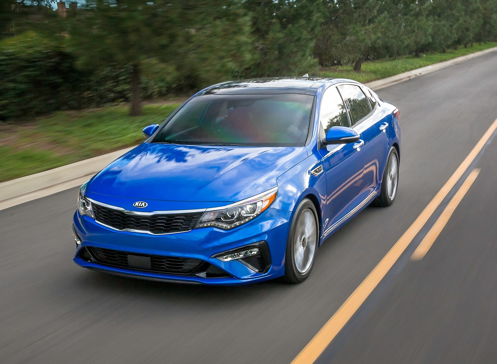 2019 Kia Optima Front Three-Quarter Wallpaper (7)