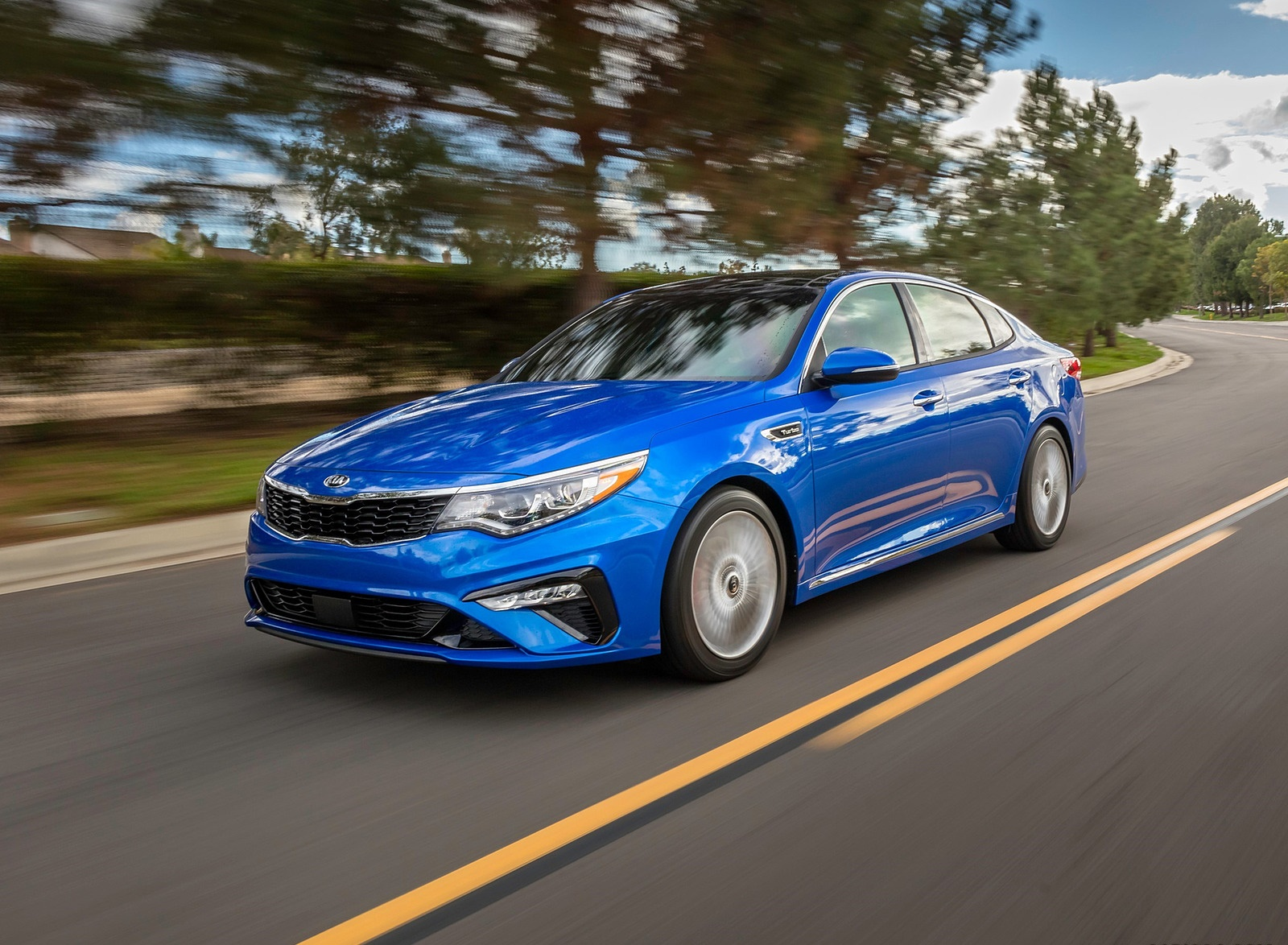 2019 Kia Optima Front Three-Quarter Wallpaper (1)