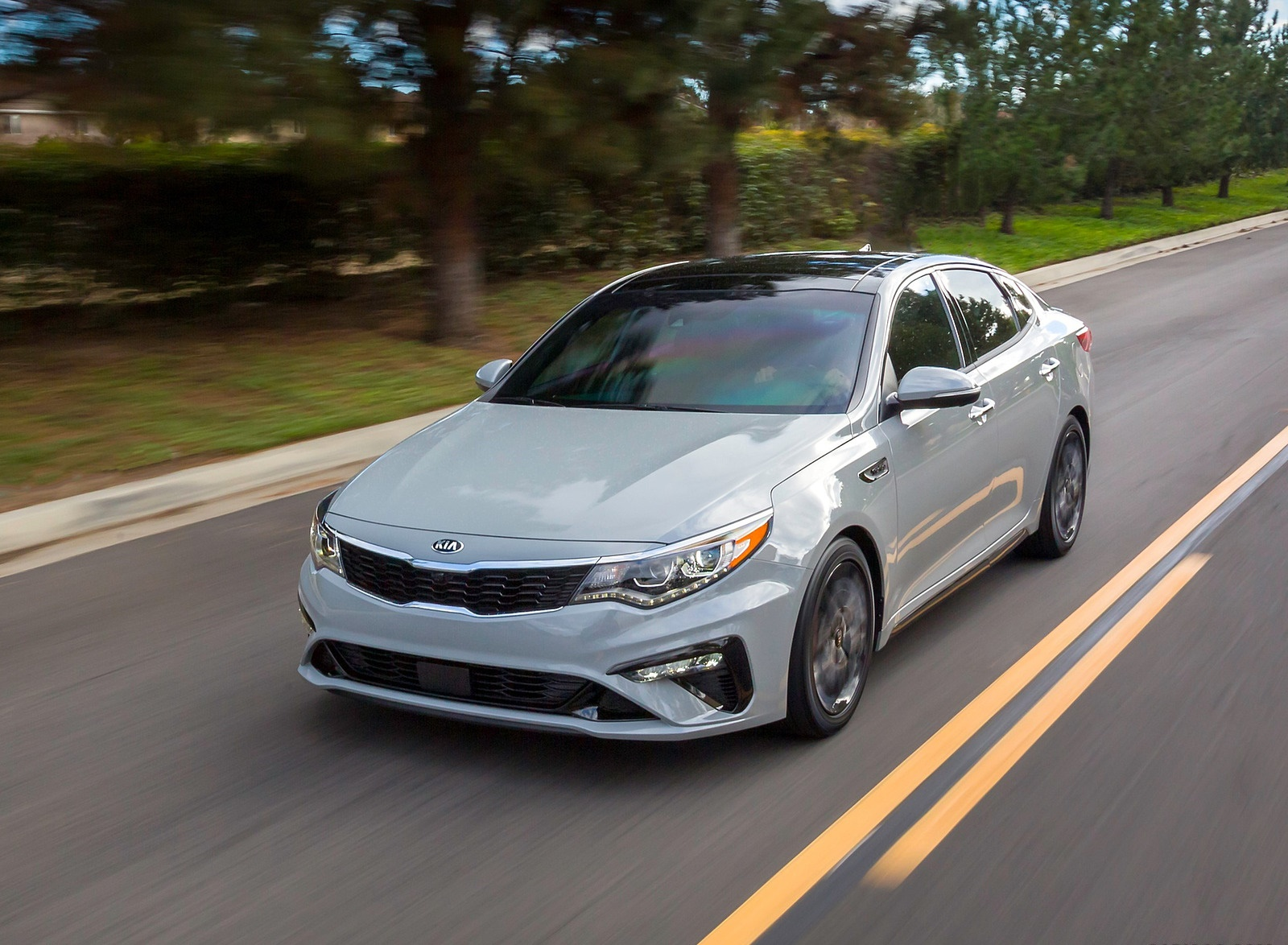 2019 Kia Optima Front Three-Quarter Wallpaper (13)