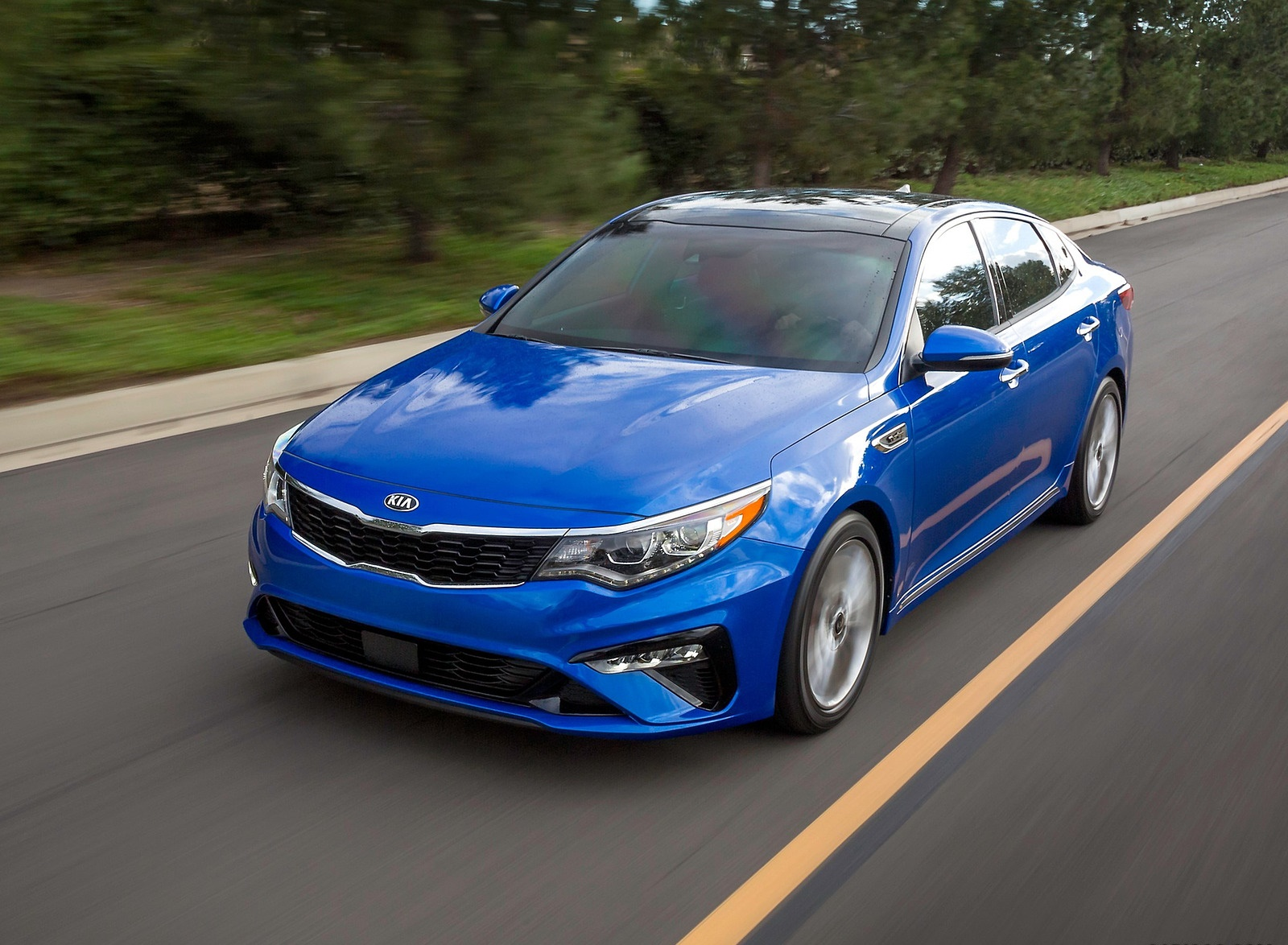 2019 Kia Optima Front Three-Quarter Wallpaper (3)