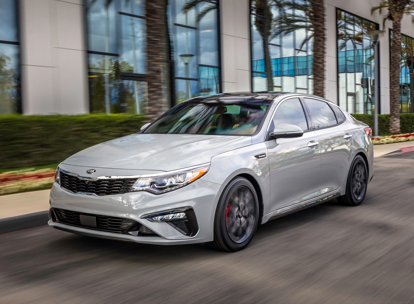 2019 Kia Optima Front Three-Quarter Wallpaper (14)