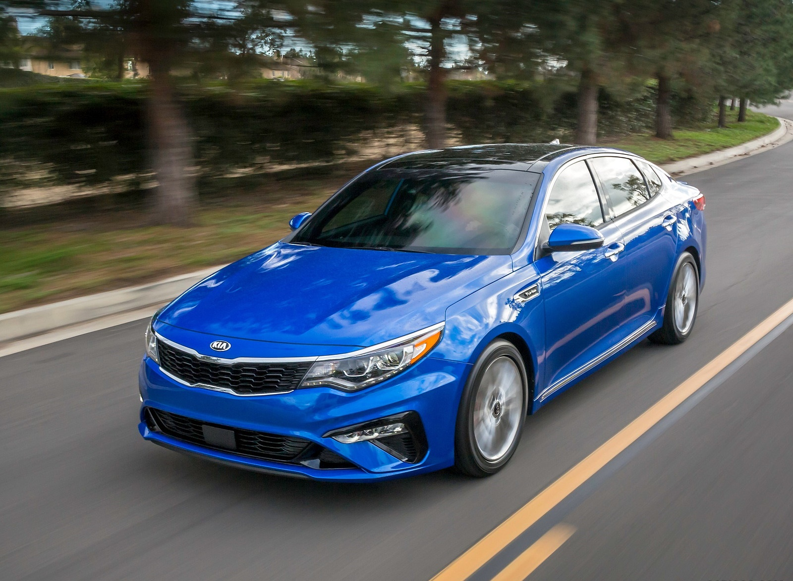 2019 Kia Optima Front Three-Quarter Wallpaper (5)