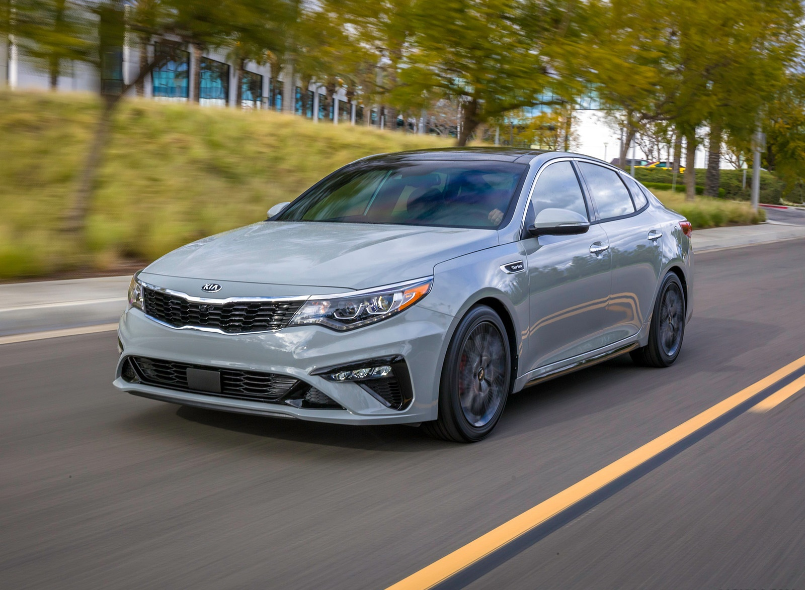 2019 Kia Optima Front Three-Quarter Wallpaper (15)