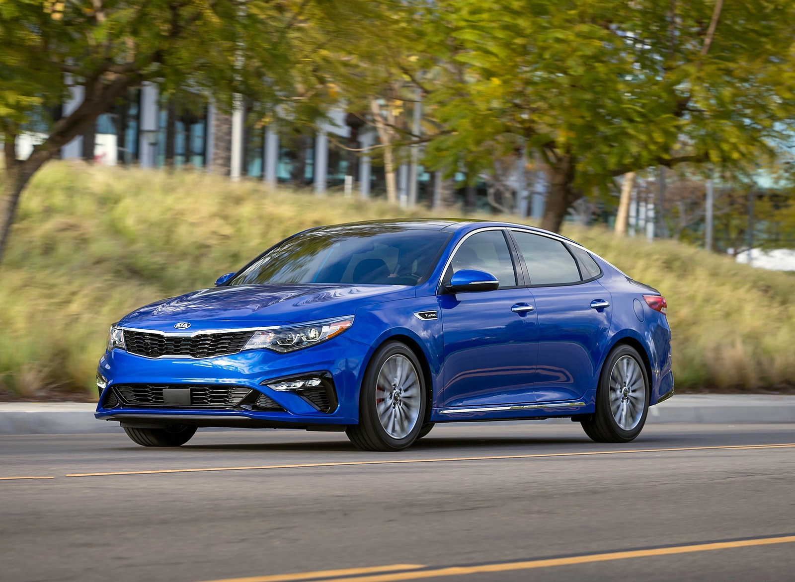 2019 Kia Optima Front Three-Quarter Wallpaper (9)