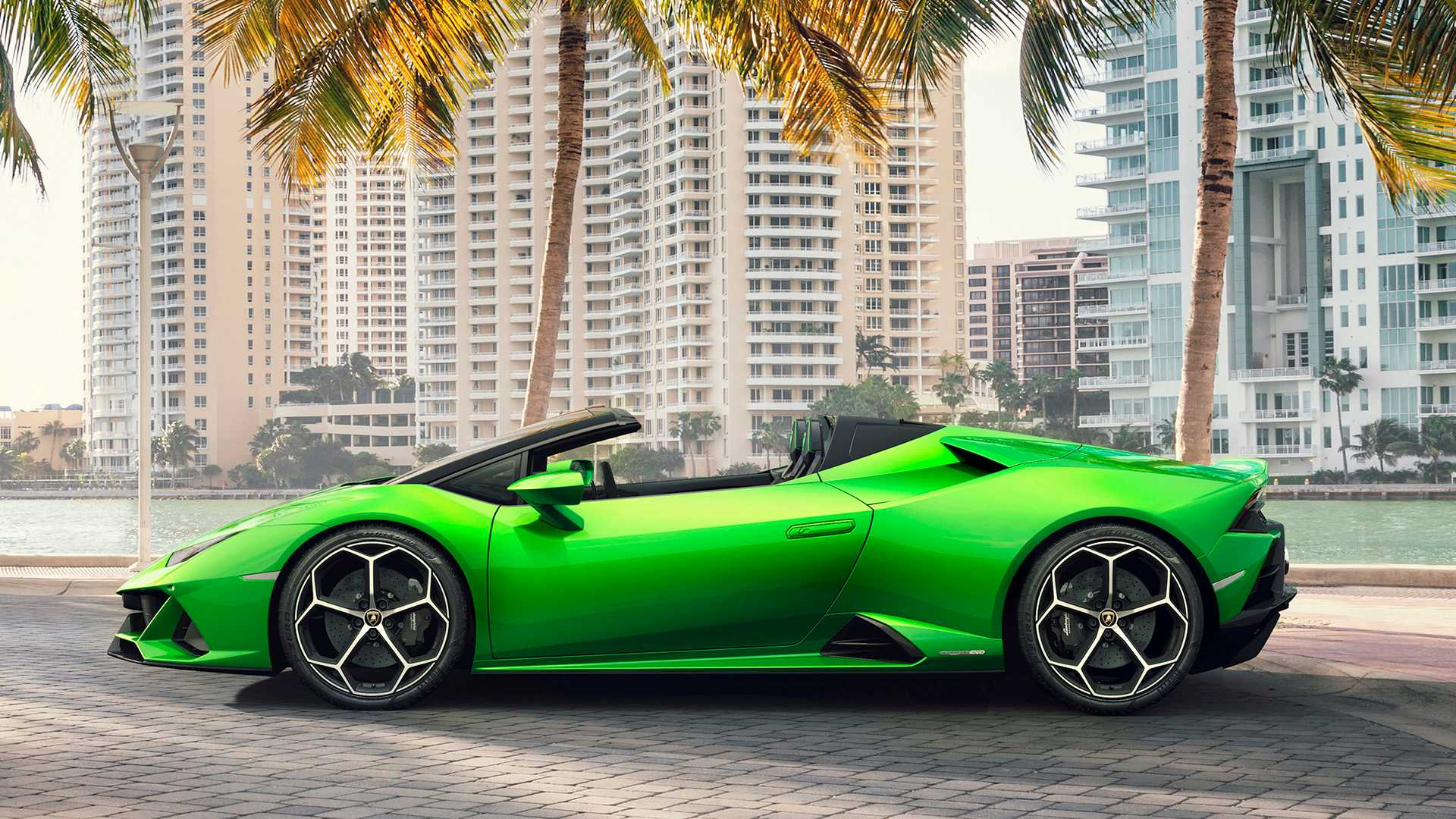 2019 Lamborghini Huracán EVO Spyder Side Wallpapers (10)