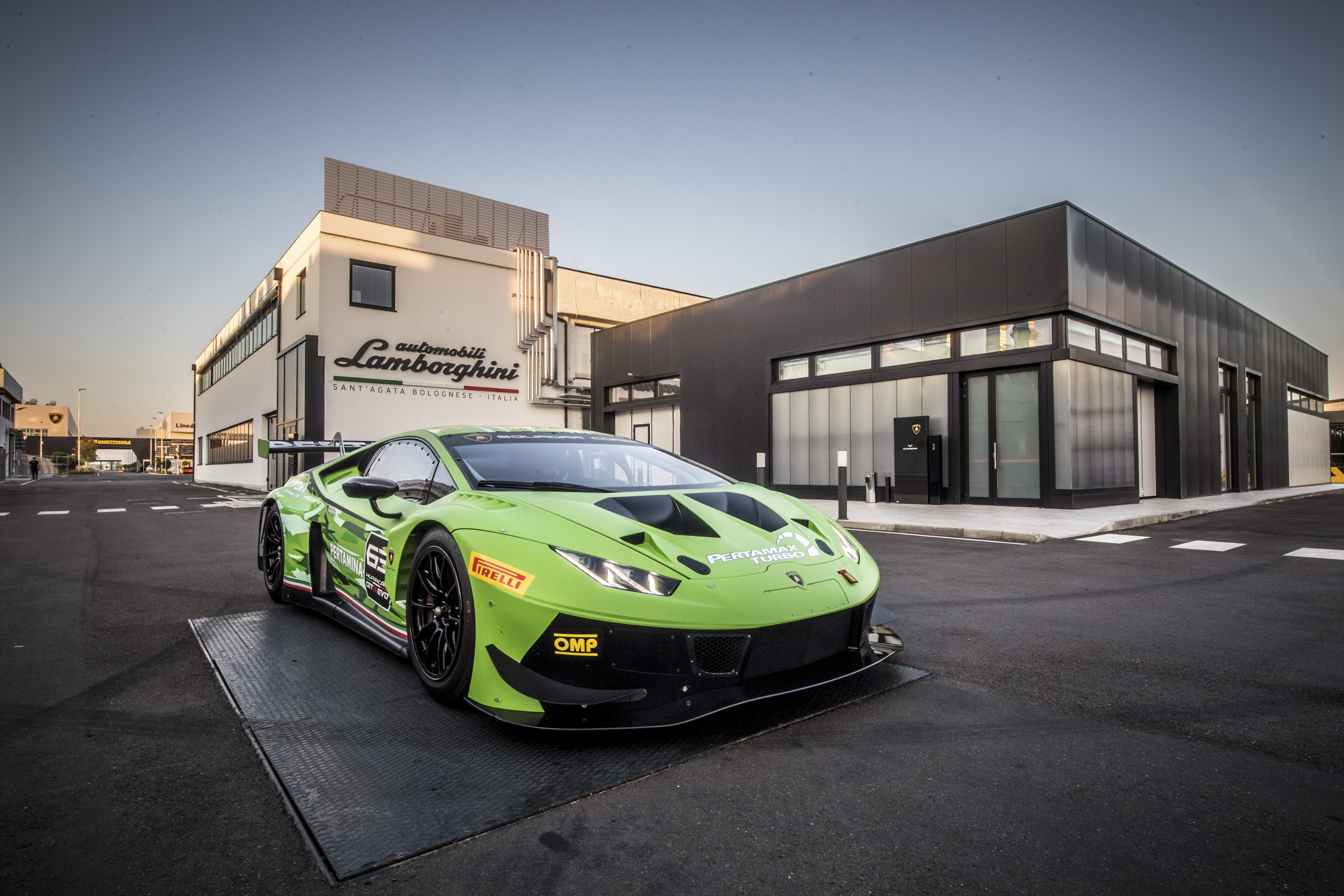 2019 Lamborghini Huracán GT3 EVO Front Three-Quarter Wallpaper (10)