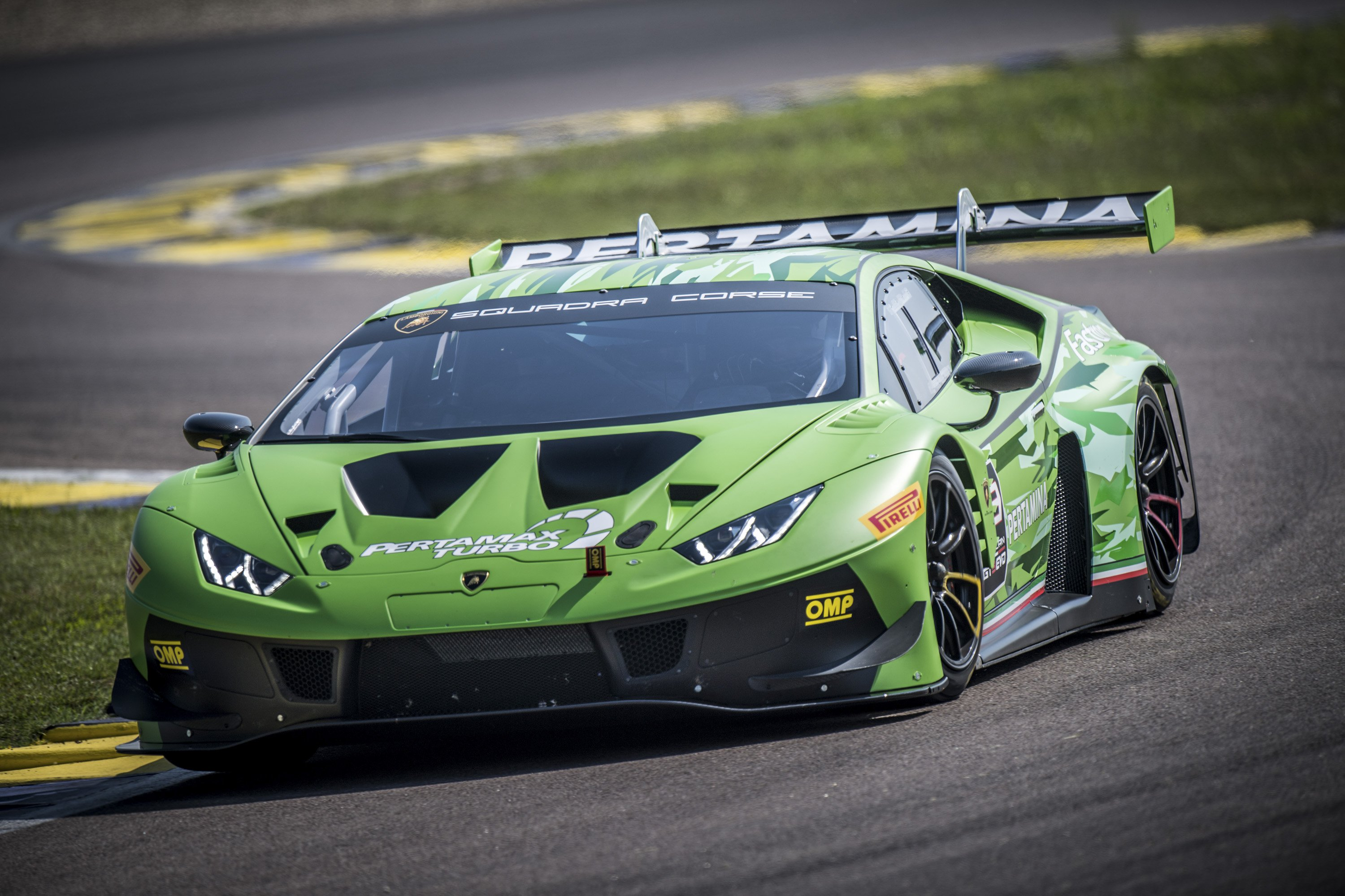 2019 Lamborghini Huracán GT3 EVO Front Three-Quarter Wallpaper (2)