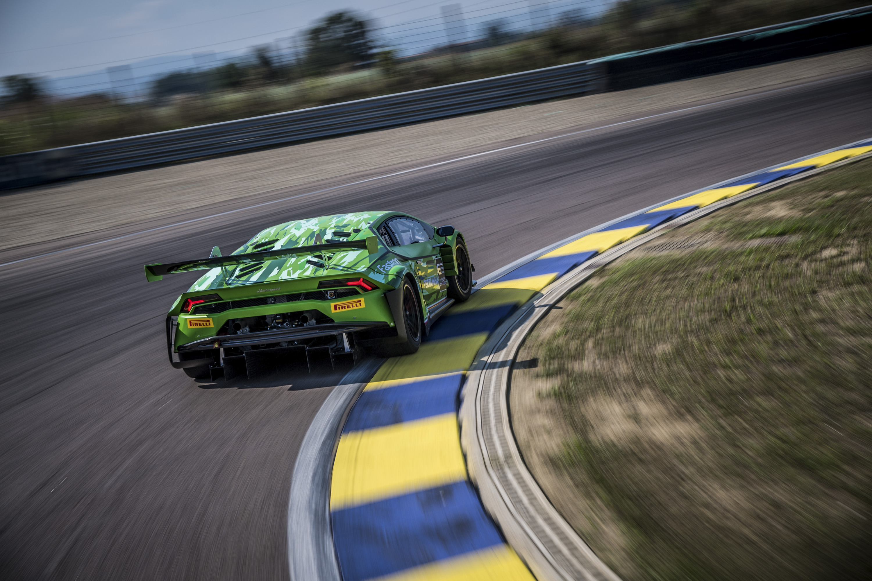 2019 Lamborghini Huracán GT3 EVO Rear Three-Quarter Wallpaper (5)