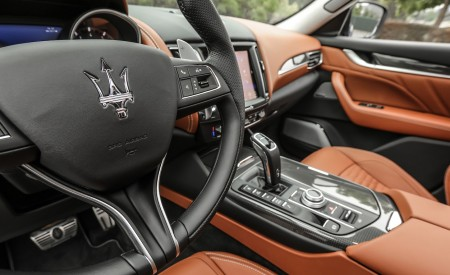 2019 Maserati Levante Trofeo Interior Steering Wheel Wallpapers 450x275 (64)