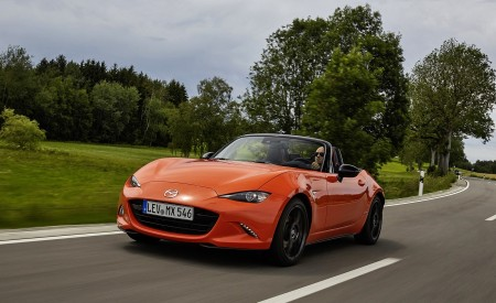 2019 Mazda MX-5 Miata 30th Anniversary Edition Front Three-Quarter Wallpapers 450x275 (9)