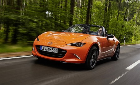 2019 Mazda MX-5 Miata 30th Anniversary Edition Front Three-Quarter Wallpapers 450x275 (25)