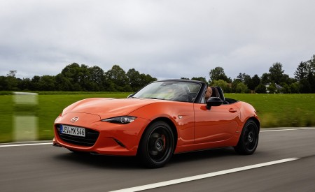 2019 Mazda MX-5 Miata 30th Anniversary Edition Front Three-Quarter Wallpapers 450x275 (13)