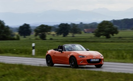 2019 Mazda MX-5 Miata 30th Anniversary Edition Front Three-Quarter Wallpapers 450x275 (50)