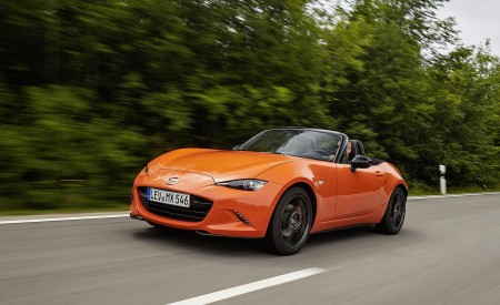 2019 Mazda MX-5 Miata 30th Anniversary Edition Front Three-Quarter Wallpapers 450x275 (14)