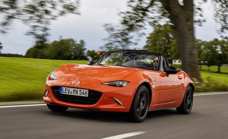 2019 Mazda MX-5 Miata 30th Anniversary Edition Front Three-Quarter Wallpapers 450x275 (4)