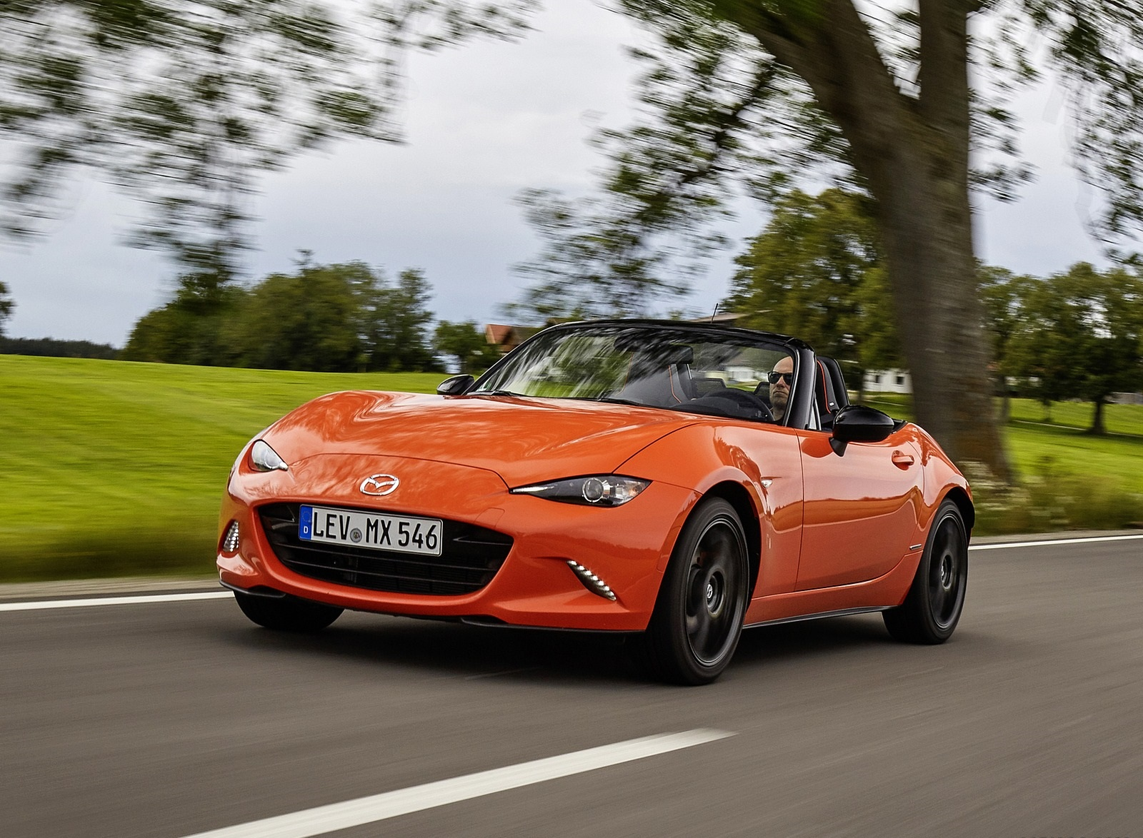2019 Mazda MX-5 Miata 30th Anniversary Edition Front Three-Quarter Wallpapers (4)