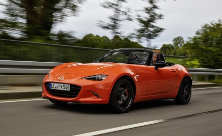 2019 Mazda MX-5 Miata 30th Anniversary Edition Front Three-Quarter Wallpapers 450x275 (15)