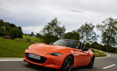 2019 Mazda MX-5 Miata 30th Anniversary Edition Front Three-Quarter Wallpapers 450x275 (5)