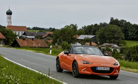 2019 Mazda MX-5 Miata 30th Anniversary Edition Front Three-Quarter Wallpapers 450x275 (52)