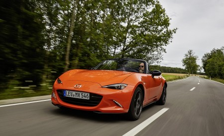 2019 Mazda MX-5 Miata 30th Anniversary Edition Front Three-Quarter Wallpapers 450x275 (1)