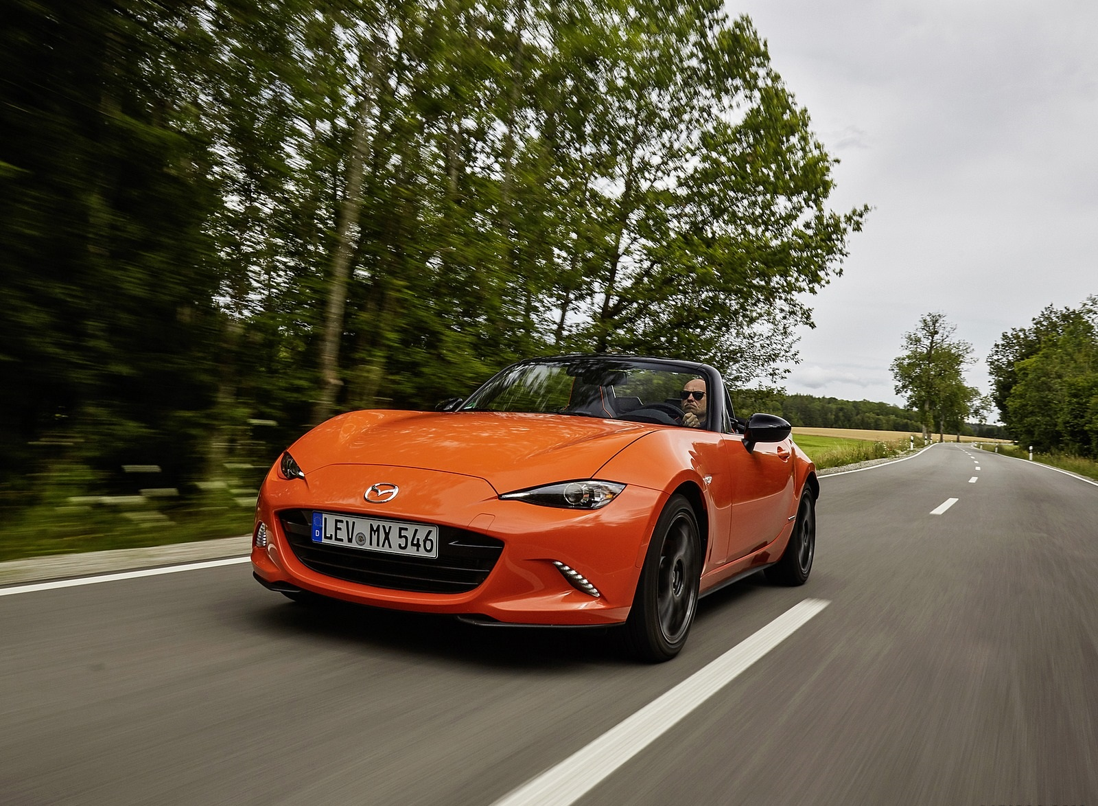 2019 Mazda MX-5 Miata 30th Anniversary Edition Front Three-Quarter Wallpapers (1)