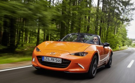 2019 Mazda MX-5 Miata 30th Anniversary Edition Front Three-Quarter Wallpapers 450x275 (6)