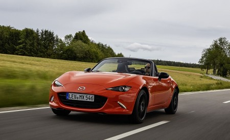 2019 Mazda MX-5 Miata 30th Anniversary Edition Front Three-Quarter Wallpapers 450x275 (7)