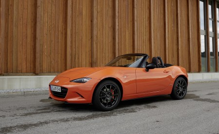 2019 Mazda MX-5 Miata 30th Anniversary Edition Front Three-Quarter Wallpapers 450x275 (55)