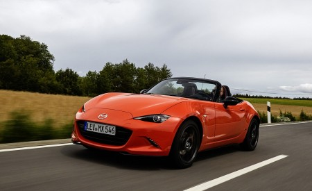 2019 Mazda MX-5 Miata 30th Anniversary Edition Front Three-Quarter Wallpapers 450x275 (2)