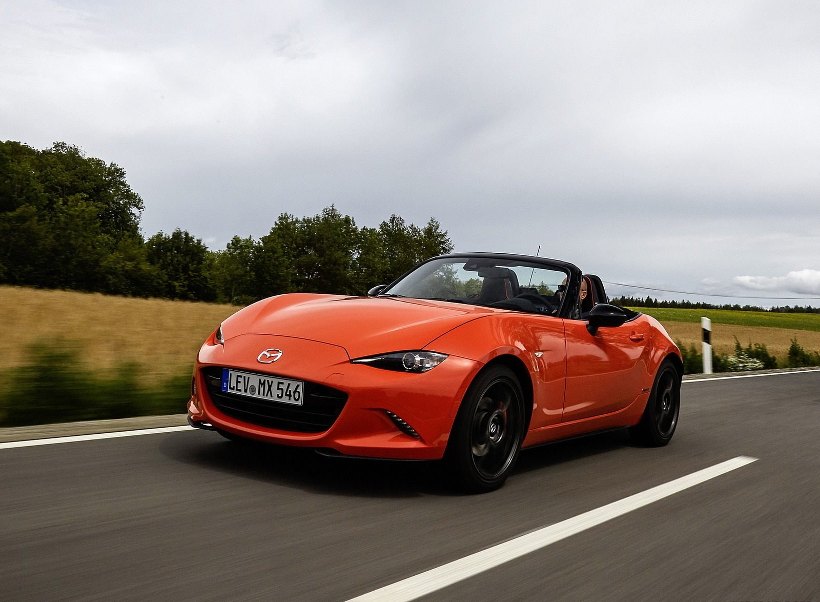 2019 Mazda MX-5 Miata 30th Anniversary Edition Front Three-Quarter Wallpapers (2)