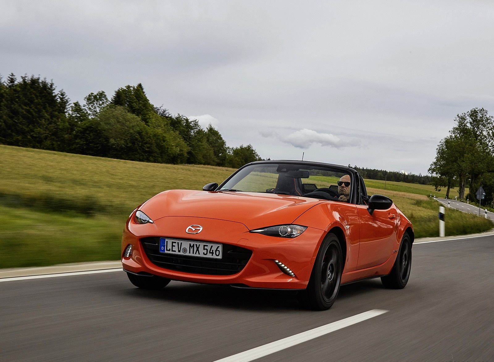 2019 Mazda MX-5 Miata 30th Anniversary Edition Front Three-Quarter Wallpapers (8)