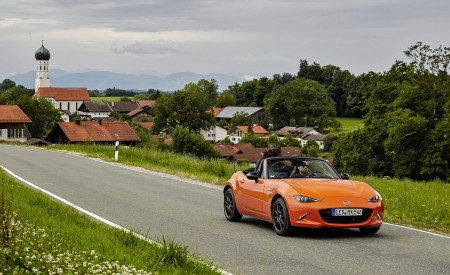 2019 Mazda MX-5 Miata 30th Anniversary Edition Front Three-Quarter Wallpapers 450x275 (37)