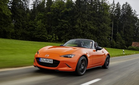 2019 Mazda MX-5 Miata 30th Anniversary Edition Front Three-Quarter Wallpapers 450x275 (16)