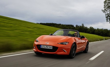 2019 Mazda MX-5 Miata 30th Anniversary Edition Front Three-Quarter Wallpapers 450x275 (10)