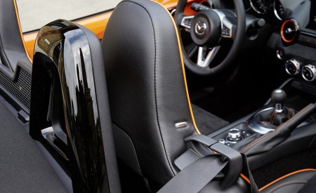 2019 Mazda MX-5 Miata 30th Anniversary Edition Interior Detail Wallpapers 450x275 (73)