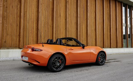 2019 Mazda MX-5 Miata 30th Anniversary Edition Rear Three-Quarter Wallpapers 450x275 (61)