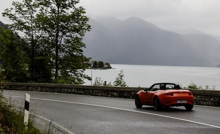 2019 Mazda MX-5 Miata 30th Anniversary Edition Rear Three-Quarter Wallpapers 450x275 (64)