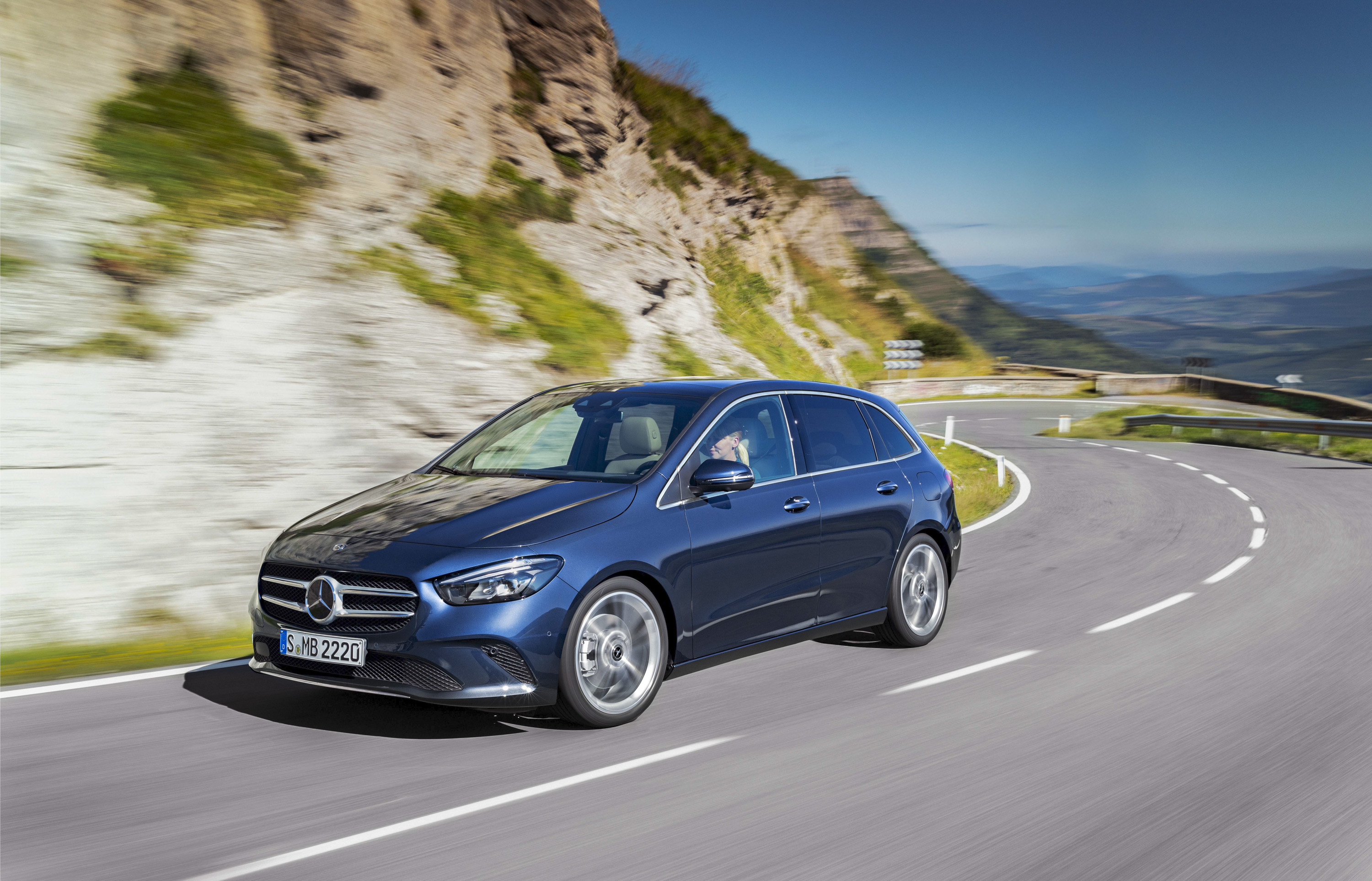 2019 Mercedes-Benz B-Class Front Wallpapers (2)