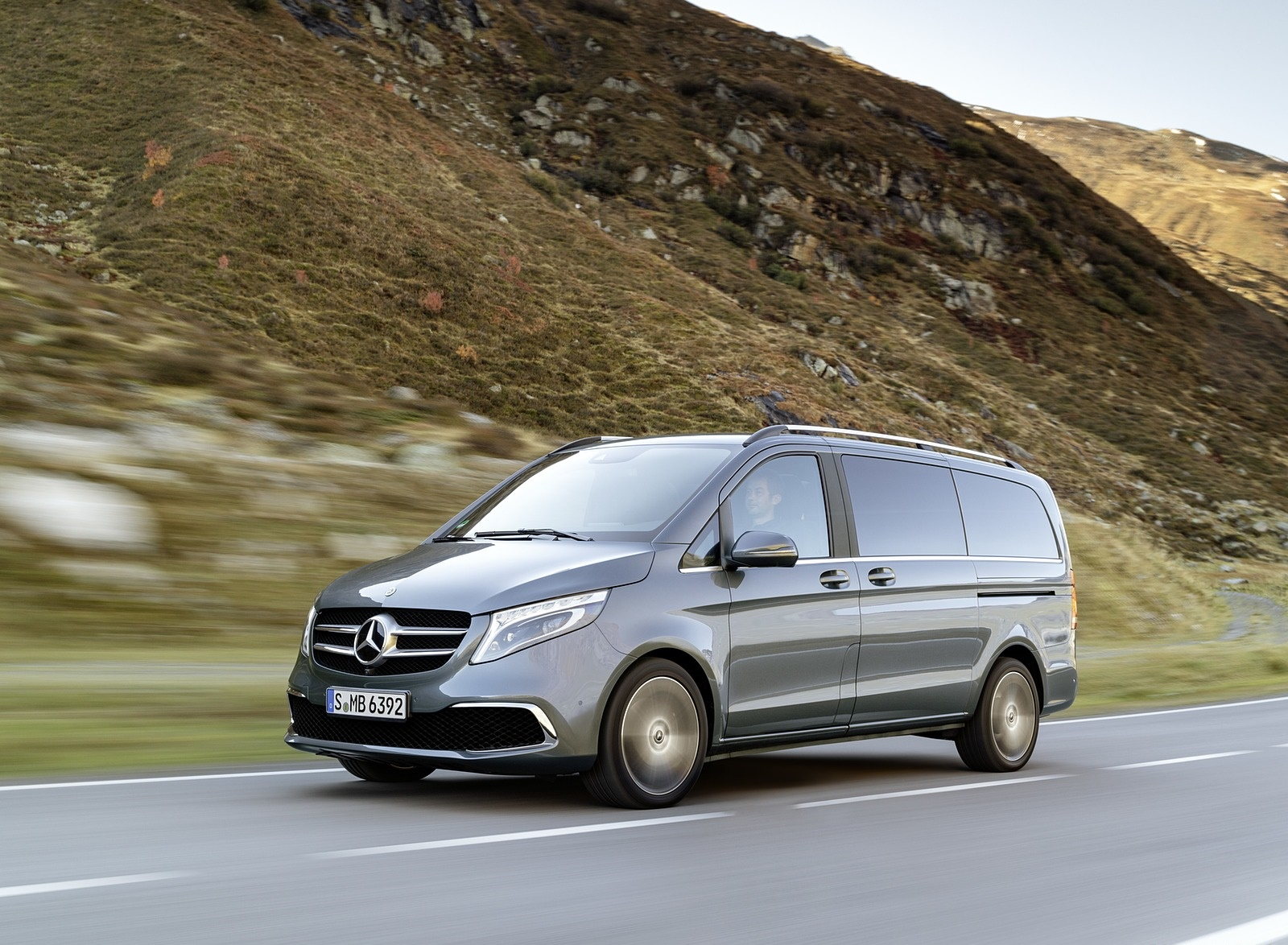 2019 Mercedes-Benz V-Class EXCLUSIVE Line (Color: Selenit Grey Metallic) Front Three-Quarter Wallpaper (7)