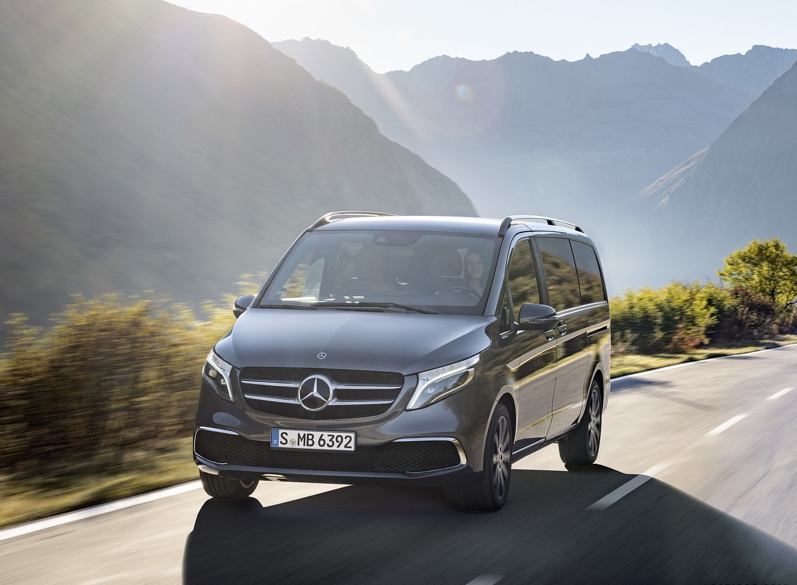 2019 Mercedes-Benz V-Class EXCLUSIVE Line (Color: Selenit Grey Metallic) Front Wallpaper (10)