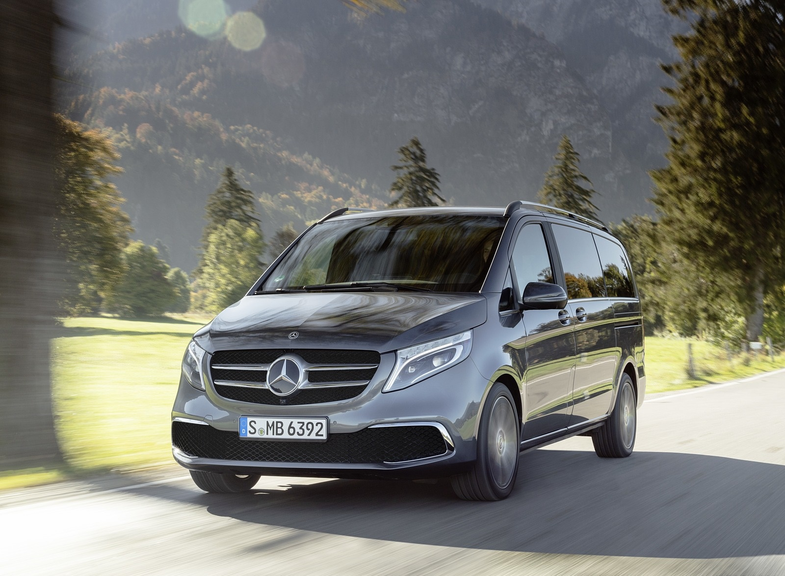 2019 Mercedes-Benz V-Class EXCLUSIVE Line (Color: Selenit Grey Metallic) Front Wallpaper (4)