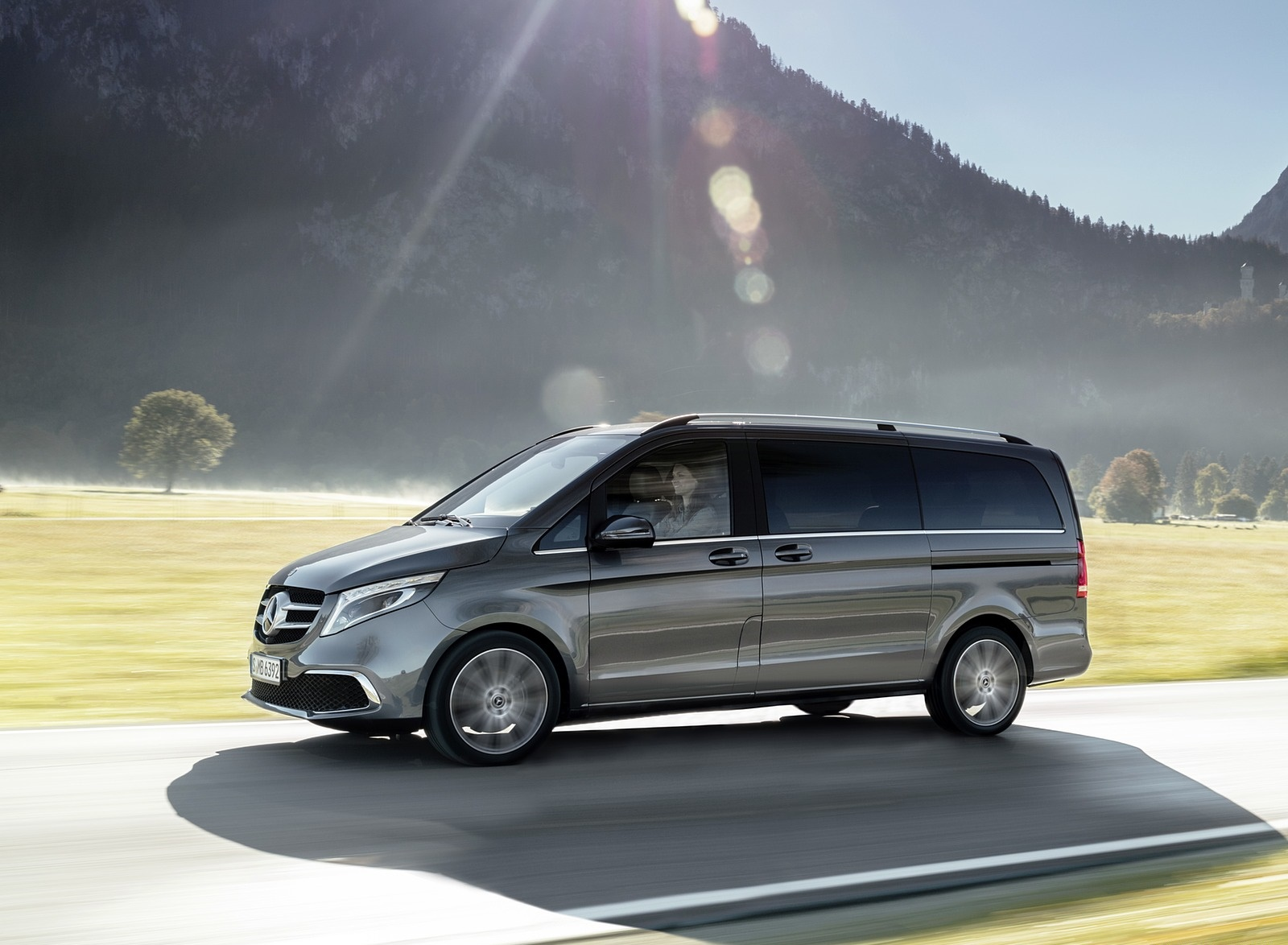 2019 Mercedes-Benz V-Class EXCLUSIVE Line (Color: Selenit Grey Metallic) Side Wallpaper (6)