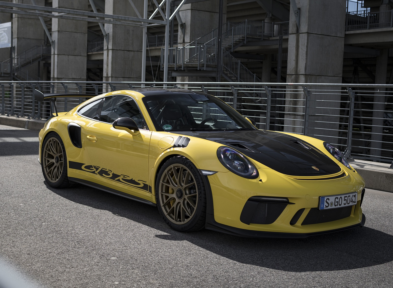 2019 Porsche 911 GT3 RS Weissach Package (Color: Racing Yellow) Front Three-Quarter Wallpaper (13)