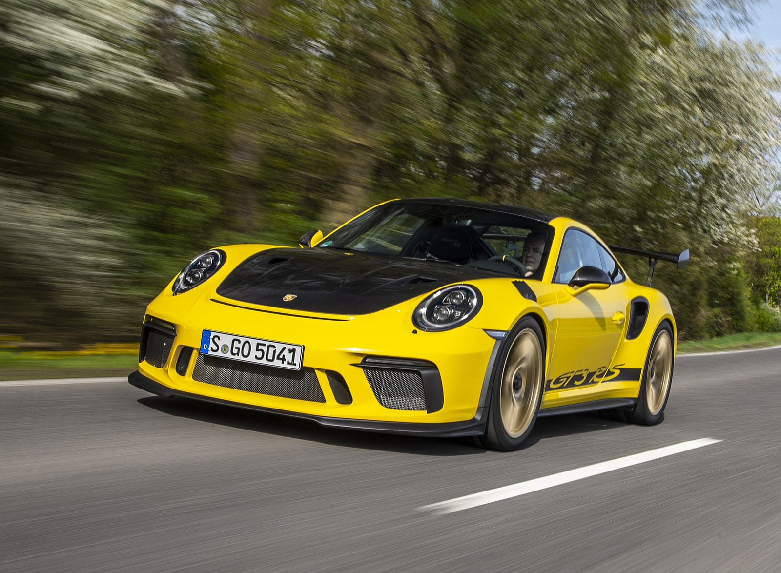 2019 Porsche 911 GT3 RS Weissach Package (Color: Racing Yellow) Front Three-Quarter Wallpaper (2)